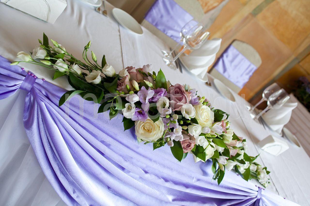 Цветы на столе молодоженов
